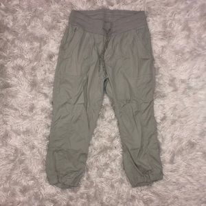Grey NORTH FACE cropped pant